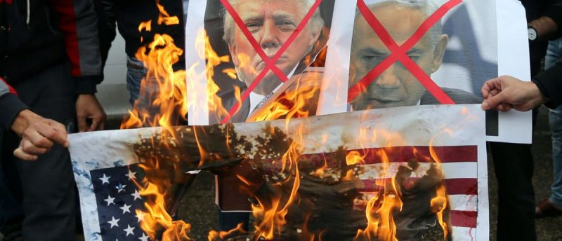 Palestinians-Burn-U.S.-Flags-And-Picture